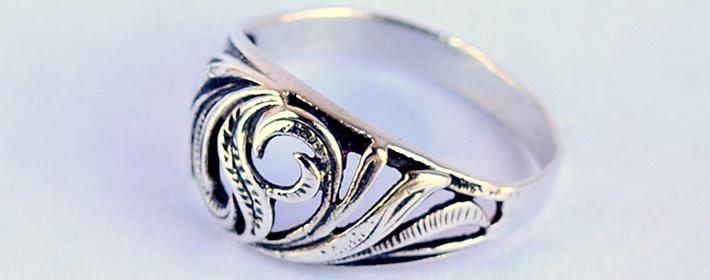 Чистка серебра Украшение очищается от черноты прямо на глазах. Почистить  серебро 99618808a6f